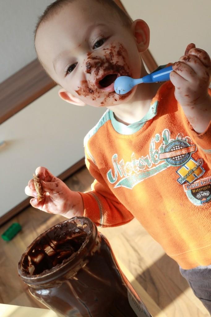 Auch bei Kindern beliebt: Das 5-kg-Nutella-Glas! (Foto: Salih Ucar  / pixelio.de)