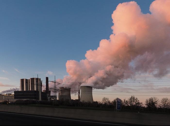 Braunkohlekraftwerke sind schlecht fürs Klima! (Foto: FotoHiero  / pixelio.de)